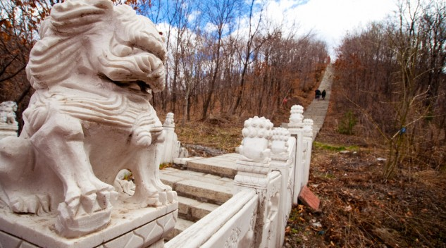 Dunhua Temple Stairs Lion