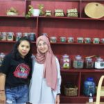 Shahd pictured alongside Lydia, co-founder of Alang-Alang Zero Waste Shop.