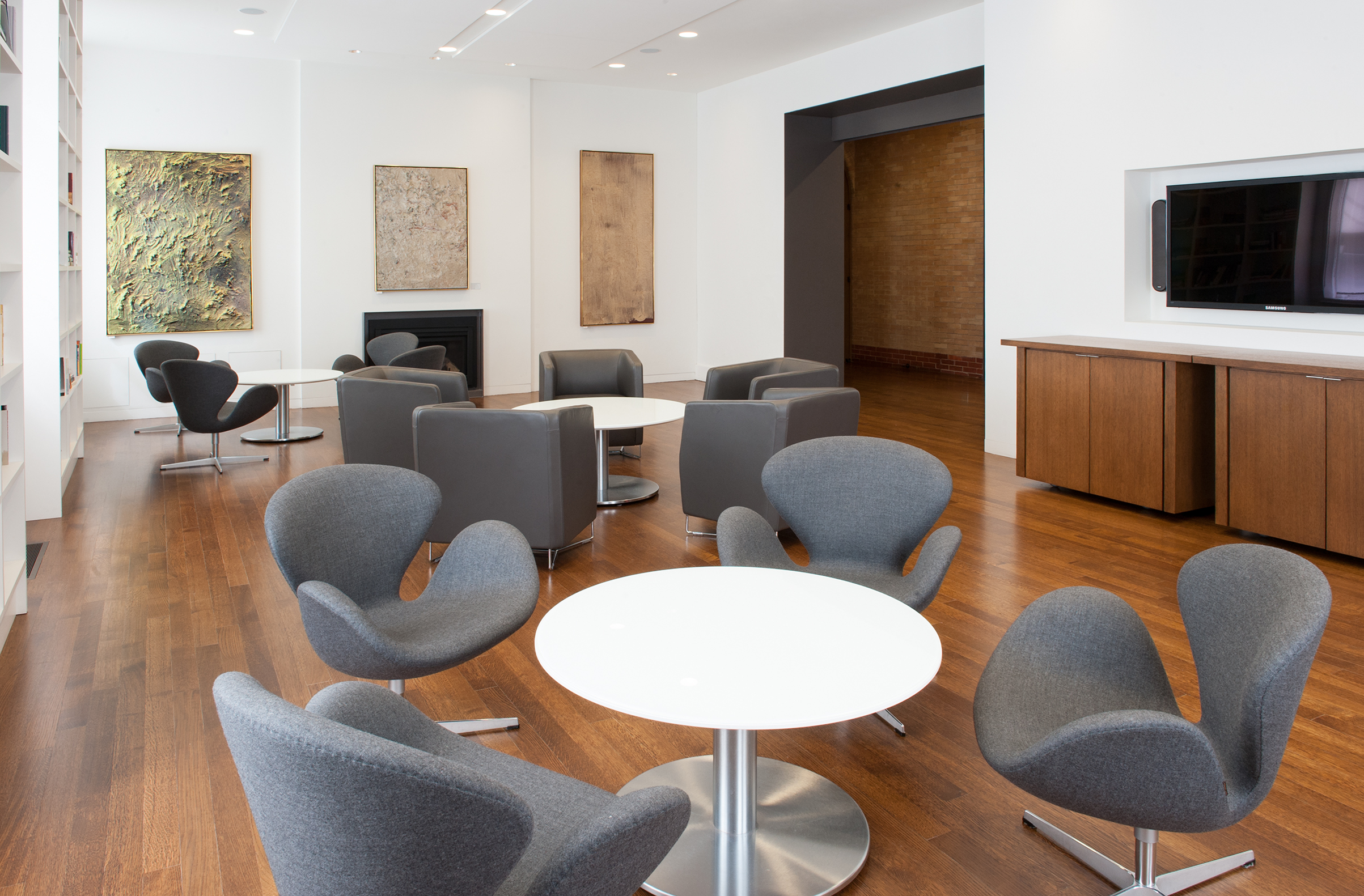 Use of The Library is included with boardroom rentals
