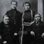 Shimon Walt's grandmother, Ida Rutel, top row right, is seen along with her family members in 1923 in Lithuania.