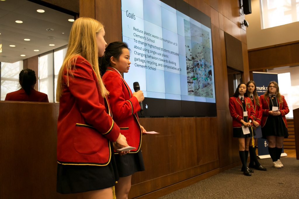 A group of students present their pitch in a previous Global Ideas Institute cycle